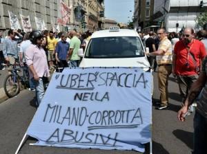 Tassisti contro Uber a Milano