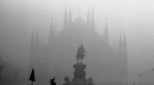 Nebbia a MIlano sul Duomo