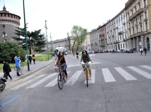 Piaza Castello pedonale a Milano