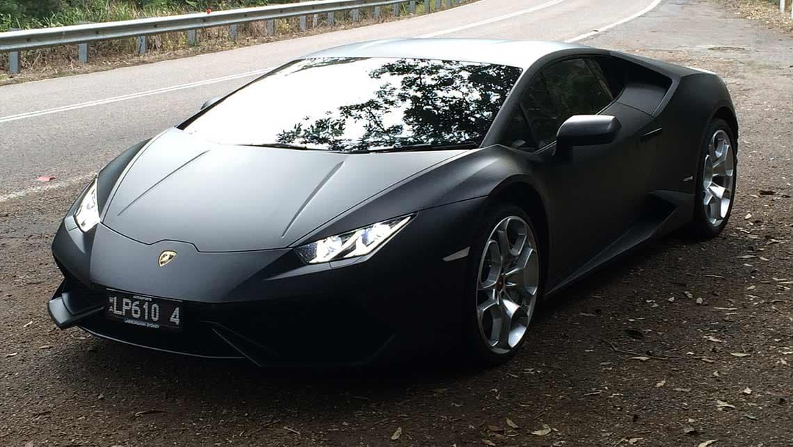 Lamborghini nero opaco